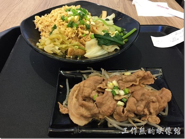 台北南港-黑面菜滷春秋。這是1號餐五香豬肉煮滷味套餐,NT130。除了多一盤(大概三片)豬肉外,其他的內容與商業午餐大同小異,但似乎少了點。