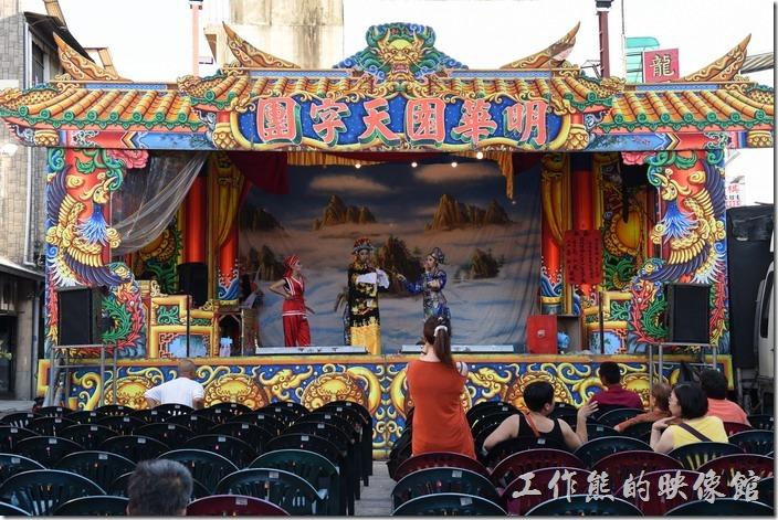 台南-台灣府城隍廟。工作熊拜訪當天正值城隍也聖誕,所以廟方請了明華園歌仔戲連續熱鬧了好幾天。