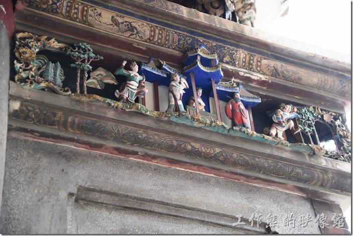 台南-武廟 (關聖帝君廟)。祀典武廟牆角上雕刻著民俗故事。