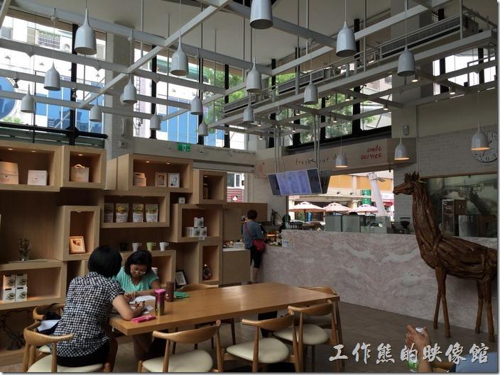 金礦咖啡高雄大昌店內的景象。