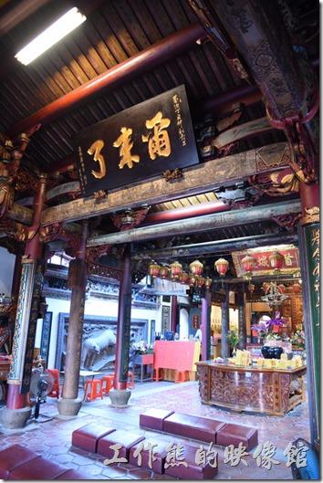 台南-台灣府城隍廟。台南市廟宇的三大名匾之一的【爾來了】。