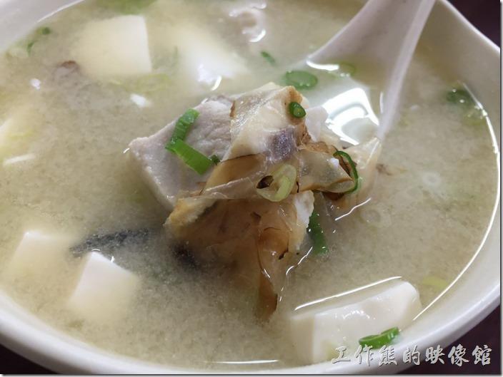 南港-炒牛肉店。這旗魚味噌湯內有好多的旗魚肉塊。