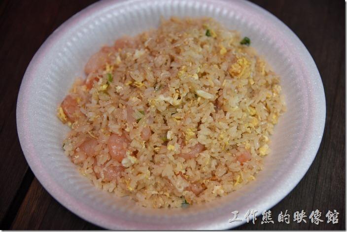 南投-青青草原午餐。蝦仁蛋炒飯,印象中好像NT100。吃起來完全沒有味道,像在吃炒過得白飯似的。