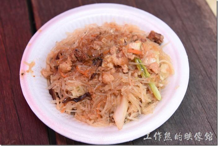 南投-青青草原午餐。這盤炒米粉 ,NT50。看起來油亮亮的,不過吃起來也是沒什味道,而且還是北部的米粉,真的失策。