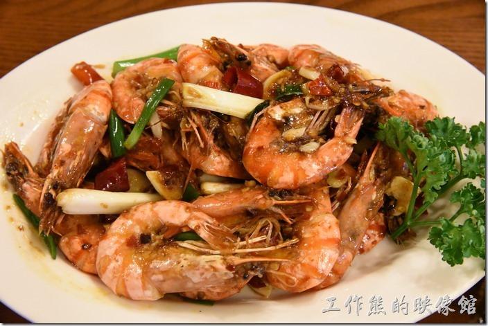 南投清境-魯媽媽。雲南乾燒蝦,NT400。這盤蝦子是工作熊今天點的最貴的一盤菜,老實說也沒有吃完,蝦子的品質還可以,可是味道並沒有完全入味到蝦肉內,有點可惜,也許在山上就不該海味。