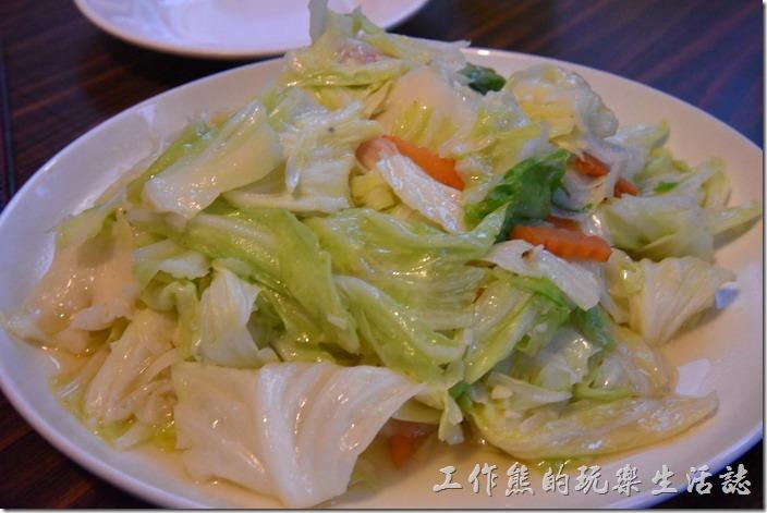 南投清境-好雞婆土雞城。季節時蔬(高山高麗菜)NT200。吃起來還好,並不會特別甜,但也不難吃。