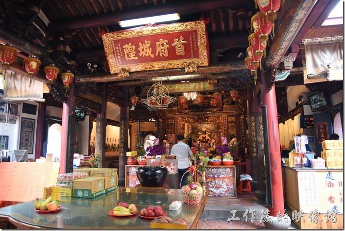 「台灣府城隍廟」內有一「首府城隍」,這裡早期是官廟,而台南市在早期是台灣的首府。