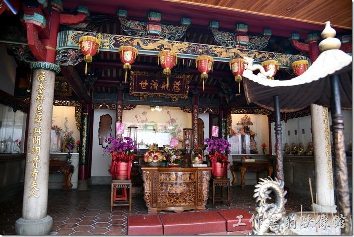台南-台灣府城隍廟。後進還有個「慈航濟世」的匾額