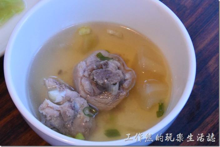 南投清境-好雞婆土雞城。奶奶的鳳梨苦瓜雞(小),NT240。這苦瓜鳳梨雞的味道不錯,清甜的滋味。