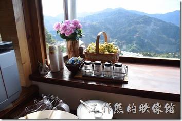 南投清境珂之幄山莊一樓早餐餐廳的景象。