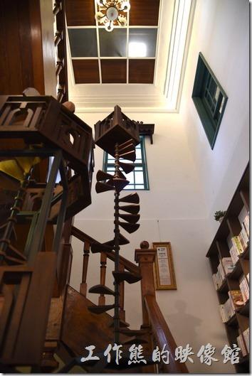 連接知事官邸一、二樓的樓梯。