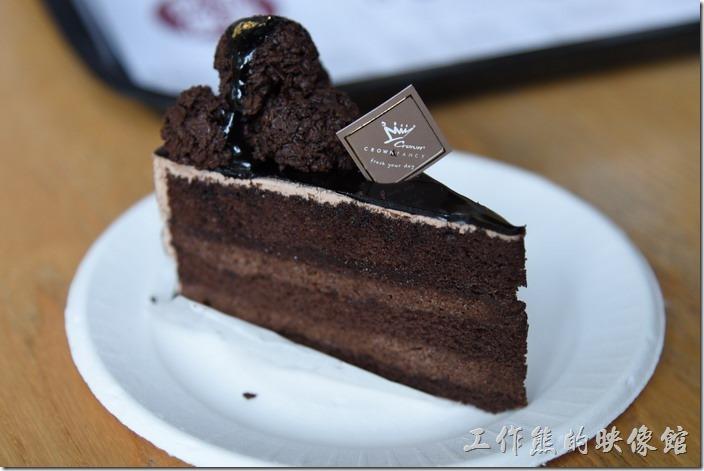 高雄-金礦咖啡大昌店。順便點了一塊經典巧克力蛋糕。
