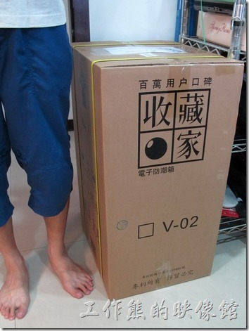 收藏家電子防潮箱V-02。敗物:買台收藏家【電子防潮箱】來寶貝單眼相機鏡頭