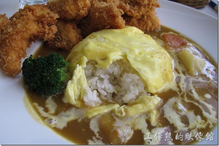 台南-森兜風午餐。咖哩飯的米用的是台東富岡的養鴨米,吃起來的感覺特別香,或著咖哩一起食用,整給胃都暖了起來。