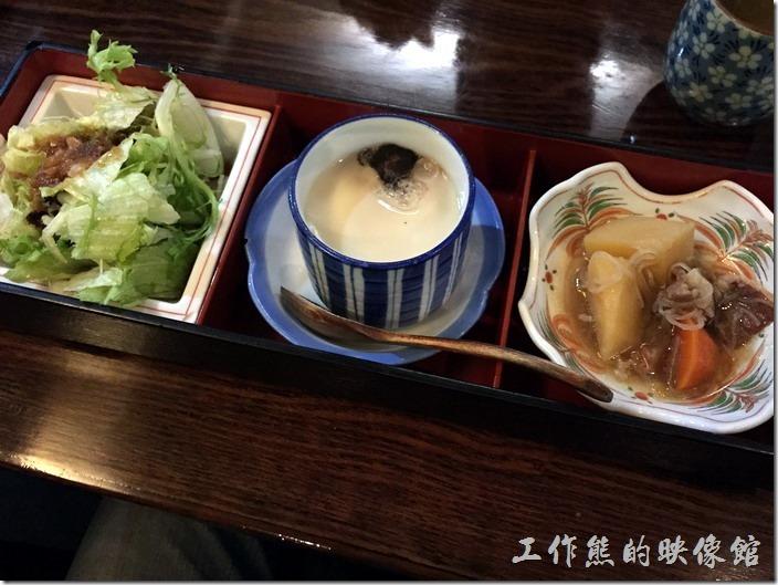 昆山-陣屋日本料理。每份套餐都會有這的三連池,有沙拉、蒸蛋及小菜。
