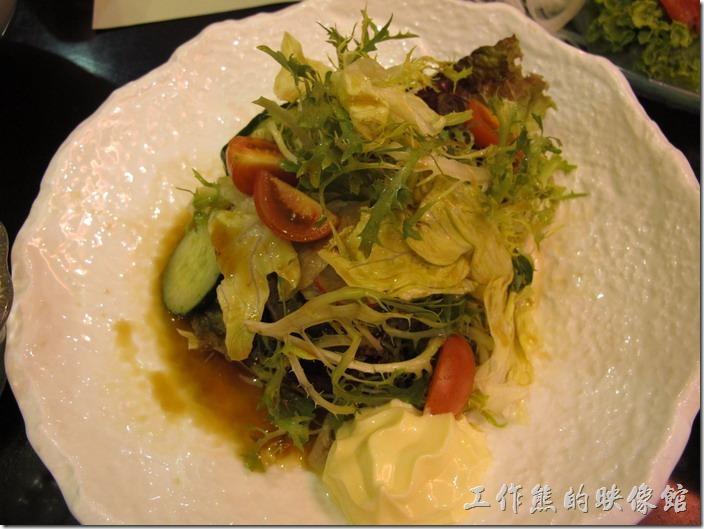 昆山-御香海小火鍋吃到飽。蔬菜沙拉也不錯。