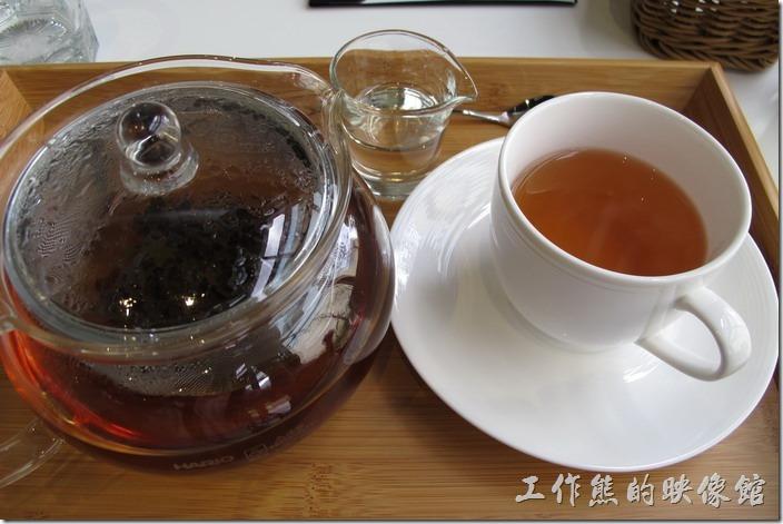台南-森兜風午餐。大吉嶺紅茶,全額NT120,半價NT60。喝起來不錯,還可以續沖。