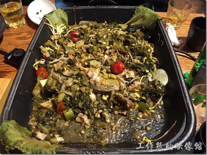 崑山-巫山烤全魚。酸辣味的烤黑魚也不錯吃,但因為只有微辣,所以被擺在第二順位。