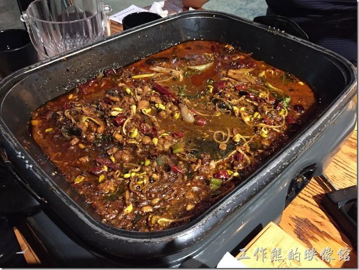 崑山-巫山烤全魚。這一團香都喜歡吃辣,所以這盤香辣味的烤黑魚沒幾下就先被吃個精光。