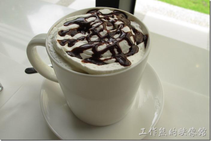 台南-森兜風午餐。熱咖布奇諾咖啡,全額NT120,半價NT60。使用奶油及巧克力,喝起來有點太甜,有點像在吃冰淇淋咖啡的感覺。實在不習慣這樣的咖啡。
