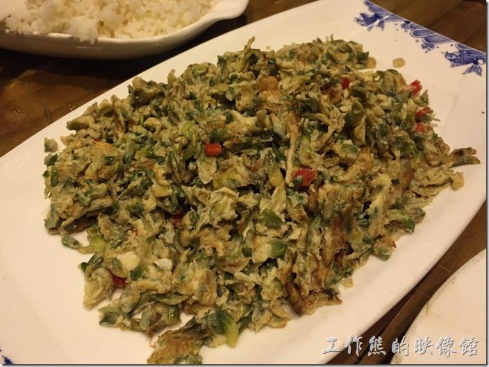 崑山-老阿爸野魚館。槐花炒土雞蛋,RMB28。推薦這道菜色,槐花的味道非常的特別,配上雞蛋後香味融合得很好。