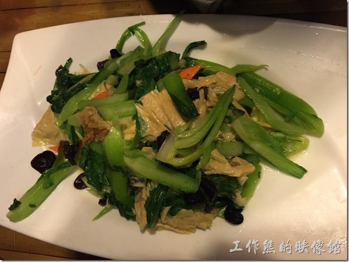 崑山-老阿爸野魚館。豆腐皮炒青菜,RMB32。