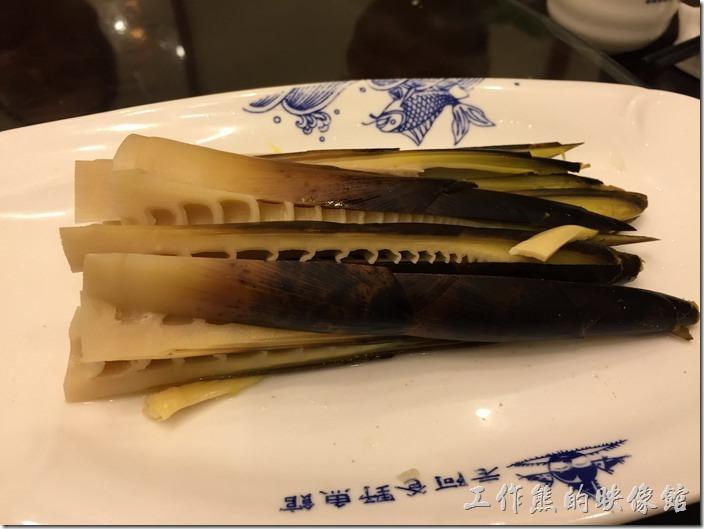 崑山-老阿爸野魚館。手剝早圓筍,RMB16。竹筍方常鮮嫩,有剝皮辣椒的滋味,好吃。
