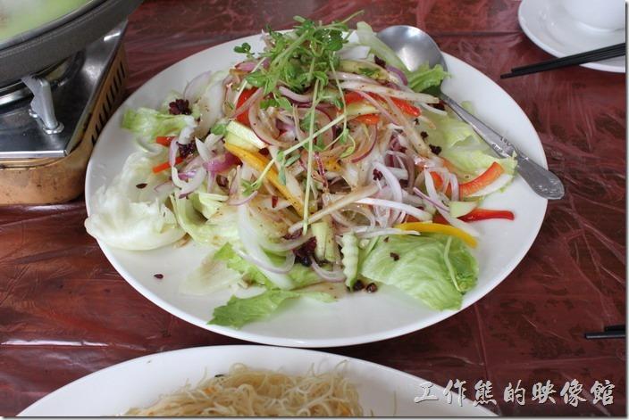 和風蜜瓜沙拉,雖然稱為蜜瓜沙拉,但是沒有蜜瓜啊!應該只是一般的蔬菜沙拉而已。