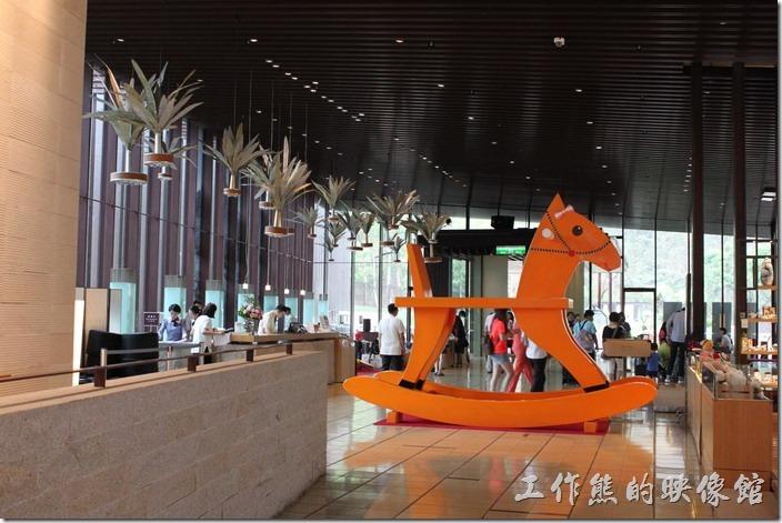入住礁溪老爺大酒店的當天正在舉行木馬的展覽,這應該會展出一陣子。