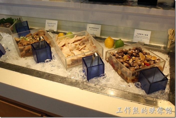 宜蘭礁溪老爺大飯店自助餐。海鮮冷盤隨便挑(鳳螺、象拔丰、烏魚膘)。