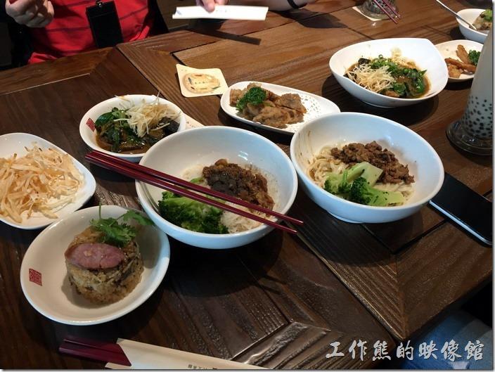 [南港]春水堂喝珍珠奶茶配小菜當午餐