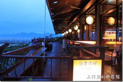 宜蘭美食餐廳山頂會館。橘子咖啡的景觀台,還有望遠鏡。