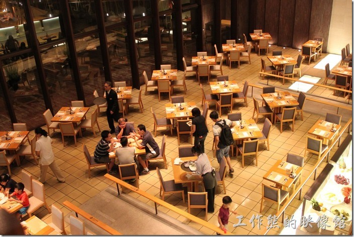 這是我們當天在礁溪老爺飯店晚上用餐的餐廳。