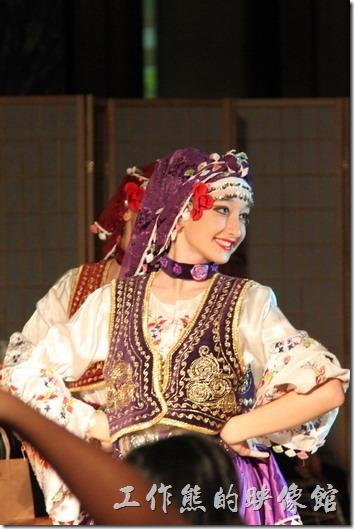 宜蘭礁溪老爺大飯店。工作熊比較欣賞這兩個土耳其跳舞的女生。