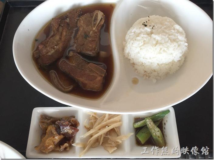 台南南港-Lite。紅酒燉豬腱骨飯,NT220。這豬腱骨肉還不錯吃,就是有點單調。