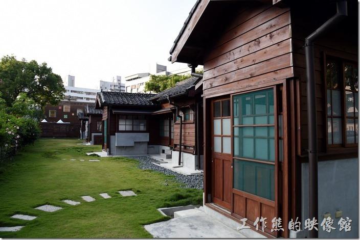 丁種宿舍之屋頂形式屬於日式切妻屋根(二披水)形式,其特色之一為左右各有一近似護龍(左、右廂房)之建築。