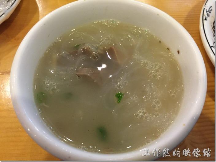 昆山-歡樂牧人。羊雜湯,建議一定要點一份來喝喝,熱熱的喝,湯頭味道一級棒。
