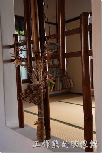 原台南州立農事試驗場宿舍群。丁種宿舍的入口前有個小玄關,以方便換穿內外鞋子之用,玄關旁有個通風及採光用的窗戶。