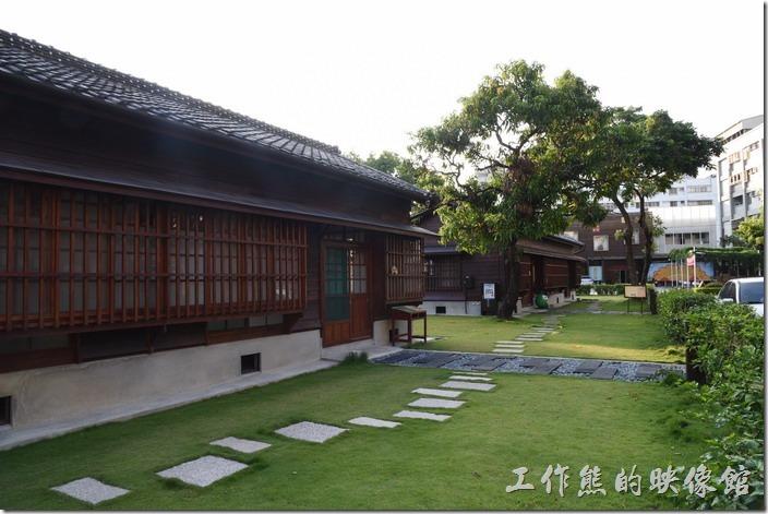 原台南州立農事試驗場宿舍群。丁種宿舍的前後有留有大片的草皮,經鍋重新整理的環境更是優雅。