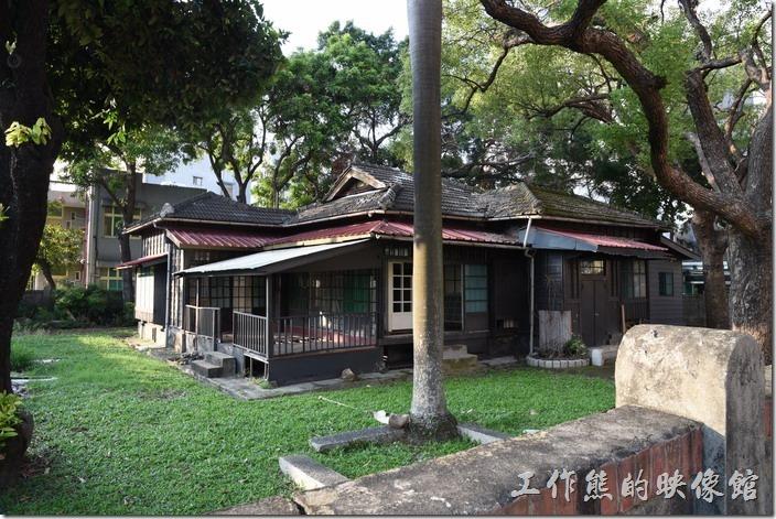 原台南州立農事試驗場宿舍群。這是場長官舍。場長宿舍屬歇山式,現在作為臺南市回收傢俱典藏館。