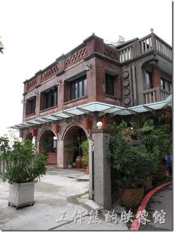 九份輕便路上的天空之城(水新月茶坊),是九份地區蠻氣派的建築。