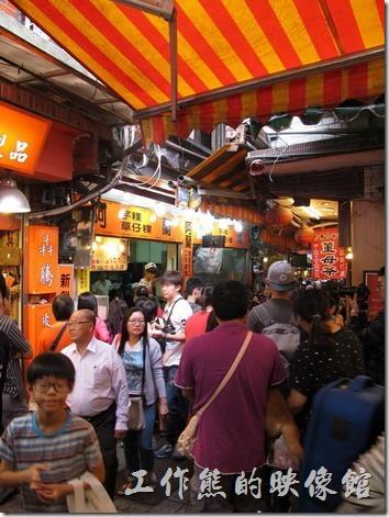 九份老街-阿蘭草仔粿,台灣北部的傳統小吃,有多種口味可以選擇。