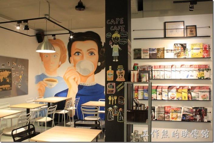台南-開普咖啡早午餐。一旁板有許多的雜誌,但顯然來這裡用餐的客人很少翻閱,因為雜誌有點舊但有點新。