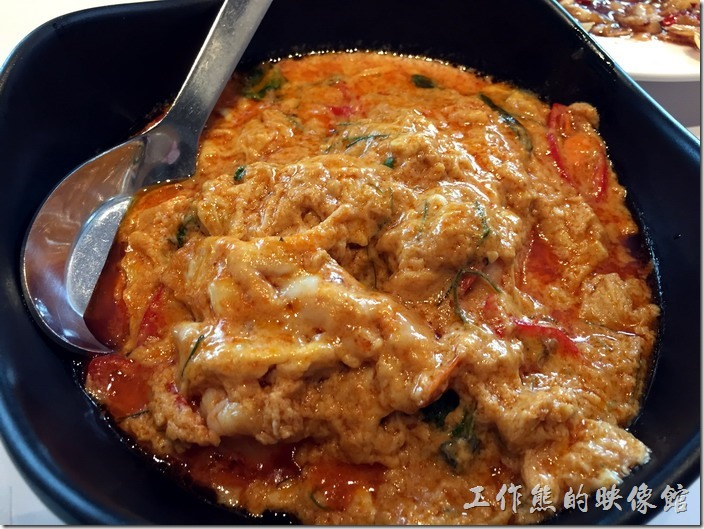 南港-非常泰泰式料理。咖哩蝦,用了一堆蛋而且有點油膩,感覺似乎不是工作熊的菜。