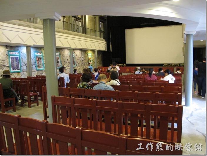 九份老街-感覺有點像教堂的昇平戲院,開放免費參觀,這裡有時候會放電影。