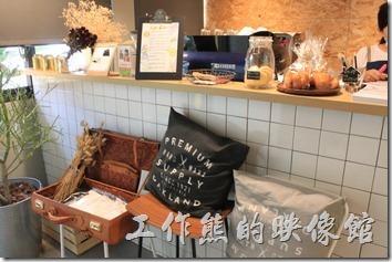 台南-開普咖啡早午餐。這裡的餐具及飲水要自取,所以不收服務費,話說台南的咖啡廳到目前為止似乎只碰過一家要收服務費。