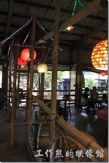 台南新化王家燻羊肉餐廳內的燈籠。