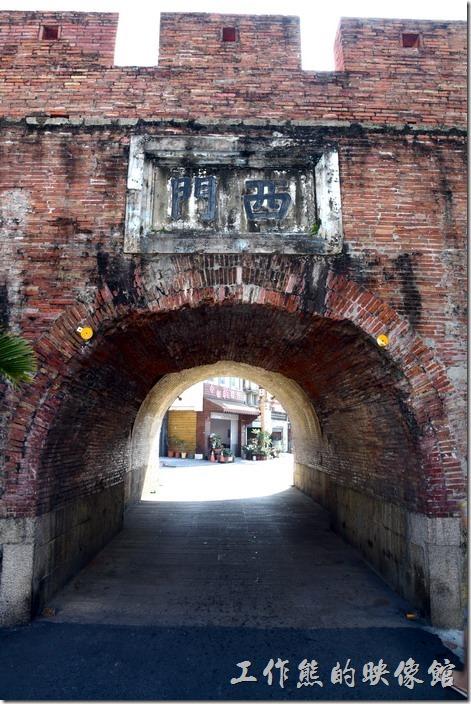 恆春的「西城門」是比較熱門的景點,因為這裡幾乎在市中心處,而且這裡還可以通行汽車。