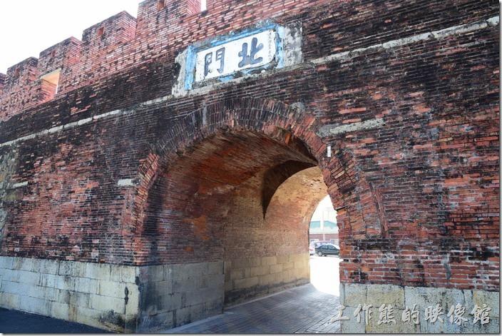 恆春的北城門也可以通行汽車。