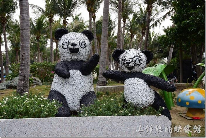 這是墾丁快樂熊貓的裝置藝術。